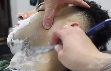 Cleanshave barber