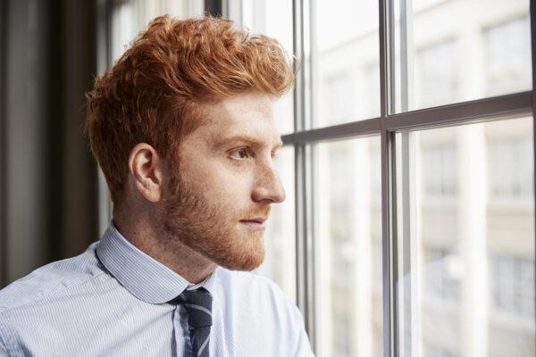 man met rood haar